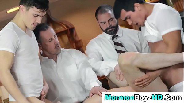 Сексапильная дочурка совратила собственного папашу